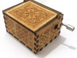 Cajita de música cuadrada madera