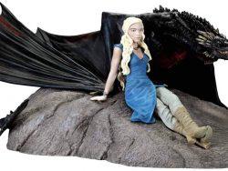 Figura de Daenerys Targaryan y Drogón