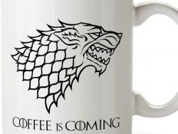 Taza blanca de café, casa Stark