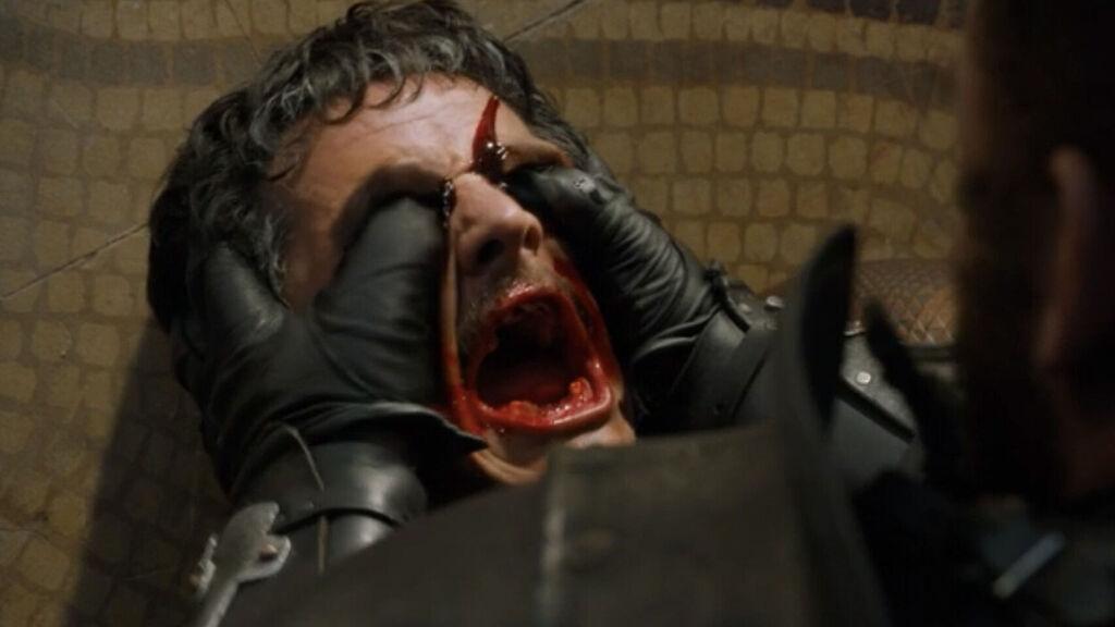 La Montaña aplasta la cabeza de Oberyn Martell
