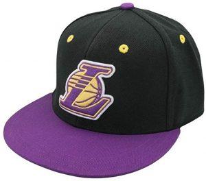 Ropa de el Príncipe de Bel Air, gorra Lakers negra y morada